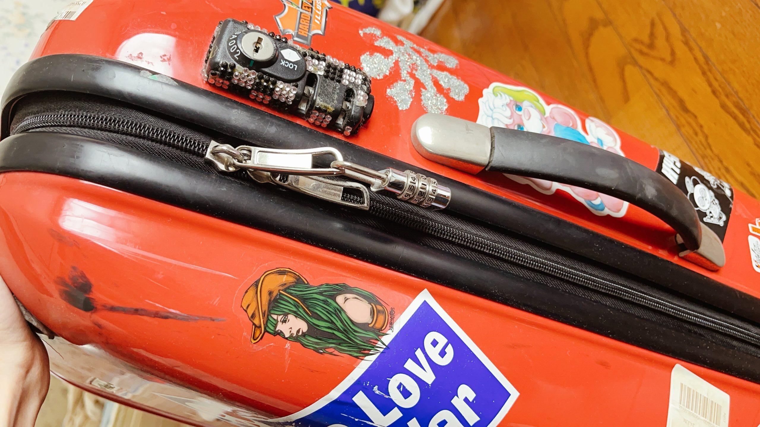 ファスナーのスーツケース画像
